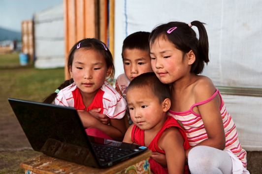 mp-mongolian-children-outside-ger